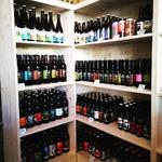 Et on dit bonjour à la nouvelle cave à bière 😁 🍺 ❤️ @bieredesbrau @brasshab @brasseriedulion @ibex_brewery @arav_craft_brewery @bleumetaloff @edmond_bieresansalcool brasserie du pieu et helvii