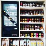 Il n'y a pas que des bonnes bouteilles à l'Apéricerie ! Ce nouveau mobilier (@effetsdebois) nous permets désormais de vous proposer une gamme de tartinable et de petits salés encore plus large 😍😍😍 Toujours du goût, toujours de l'artisanat et surtout toujours 100% pour l'apéro 😁 #tartinotheque #apericerie #produitslocaux #apero #tartinade #grenoble #aperitif #artisanat
